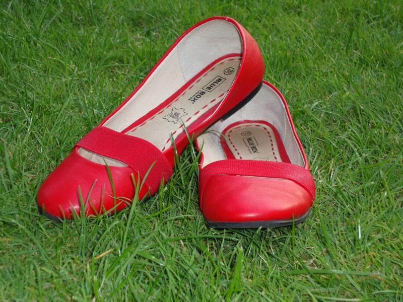 Te koop: schoentjes, tassen en meer